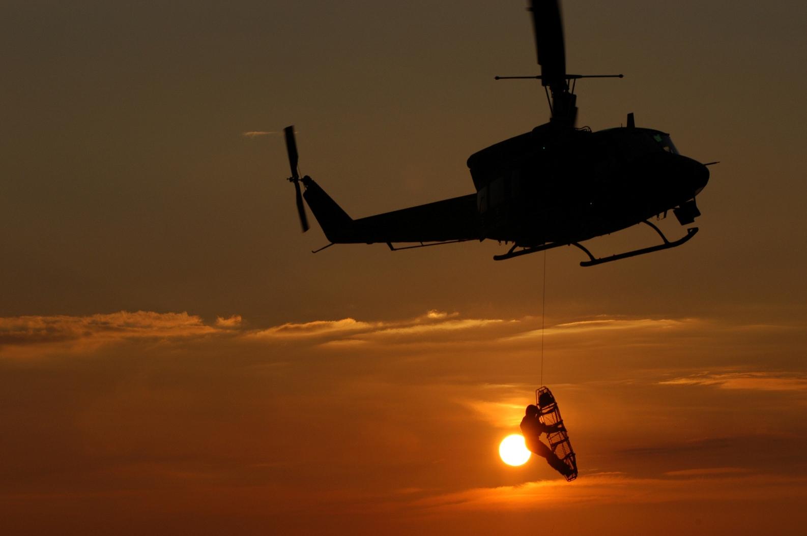 Elicottero 212 : Sardegna elicottero am soccorre turista in pericolo di vita a